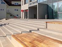 Rathausplatz Rust, Außenanlagen